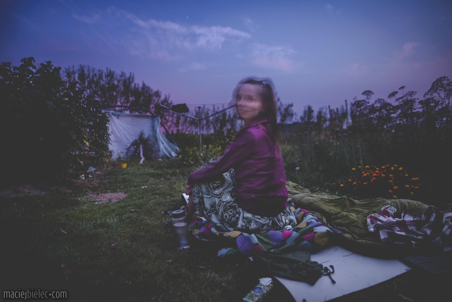 Dziewczyna o świcie