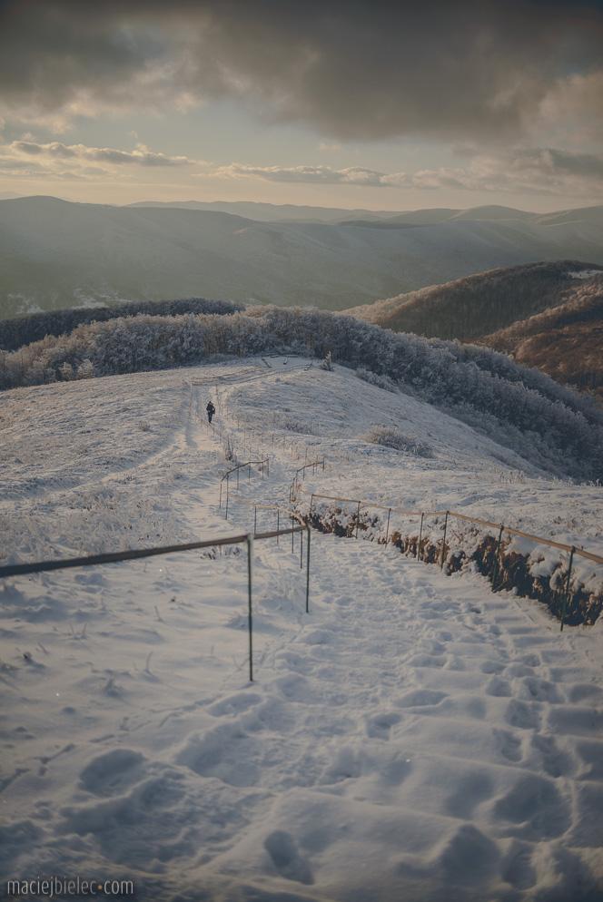 Schody na Tarnicę zimą