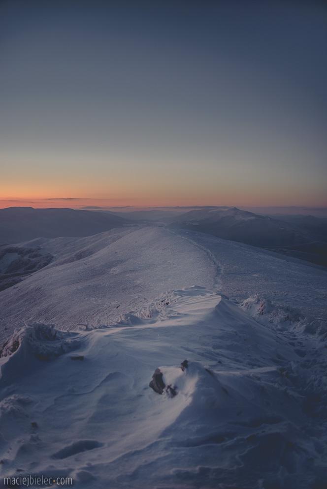 Szeroki Wierch Zimą po zachodzie słońca