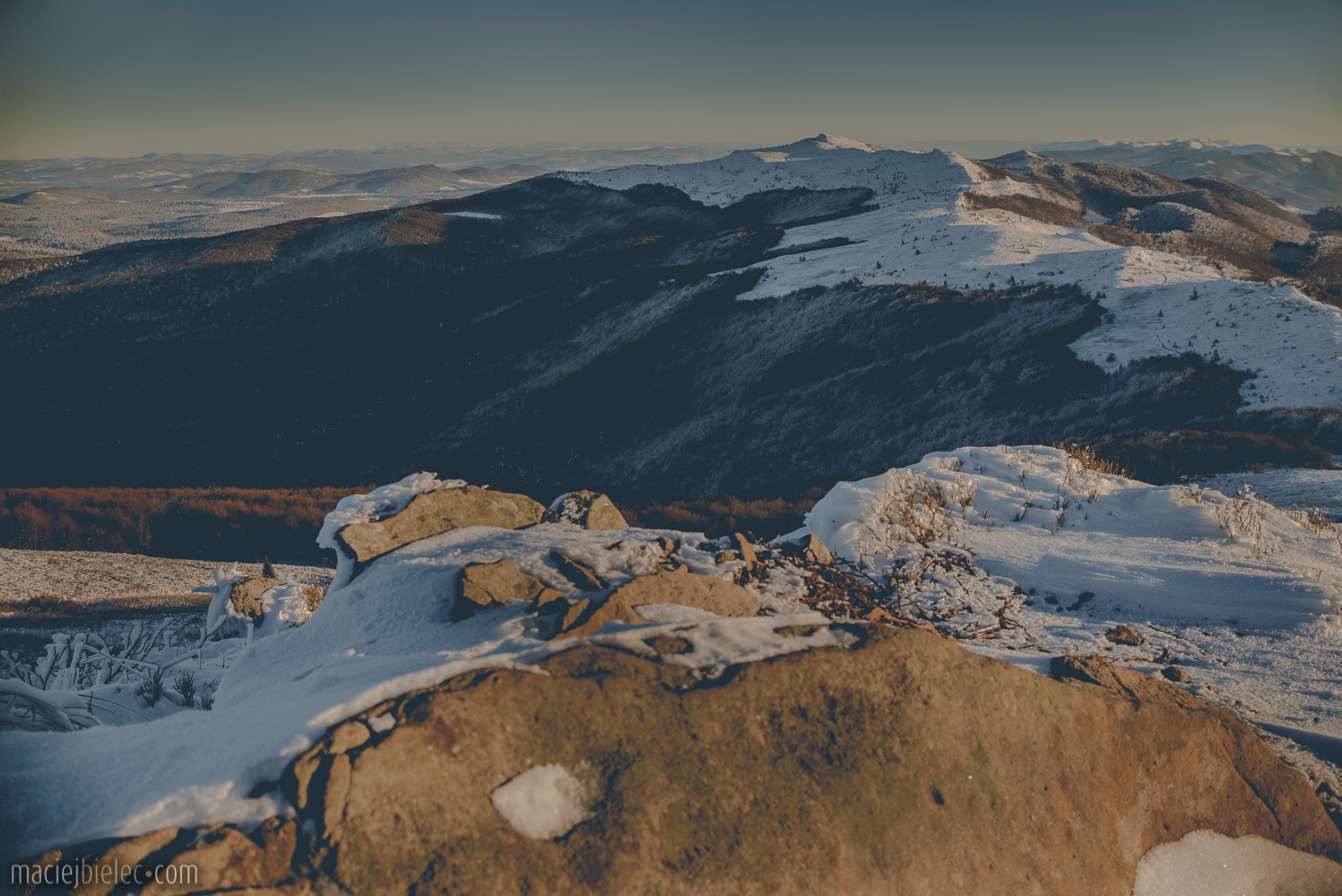Panorama ukraińskich Bieszczad zimą