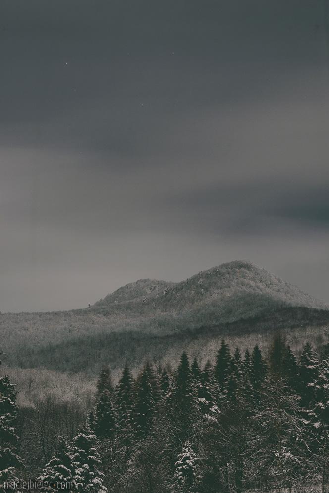 Połonina Caryńska z Ustrzyk Górnych zimą